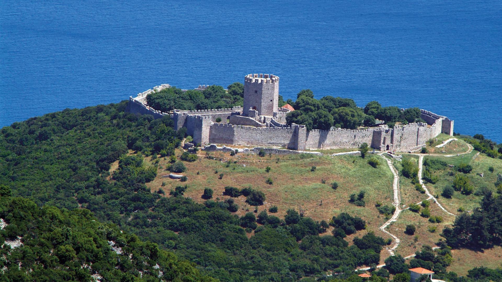 Замок Платамон-Крестоносец, расположенный к юго-востоку от горы Олимп