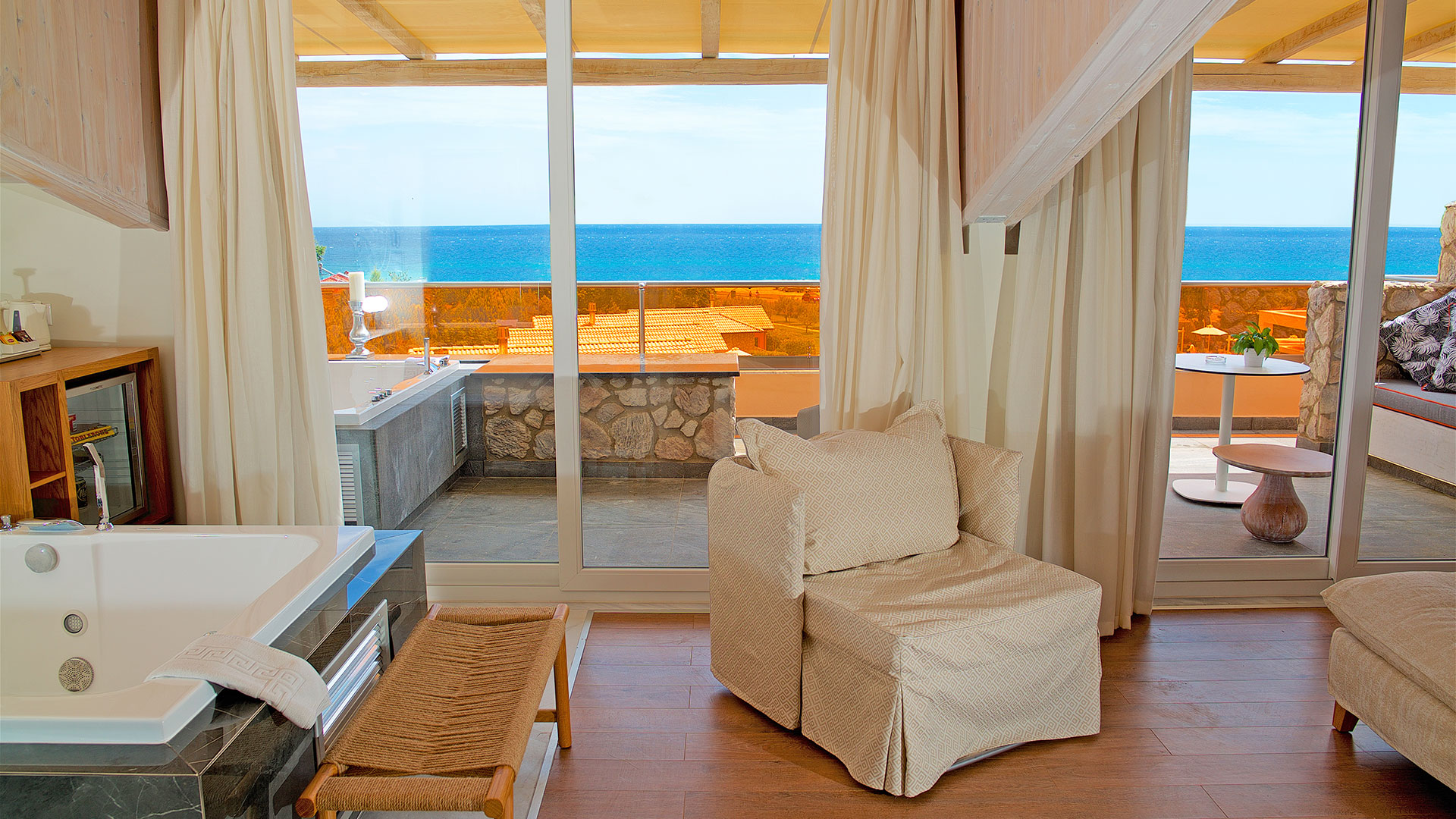 Executive Mediterranean Suite with 2 Jacuzzi/Hot Tub