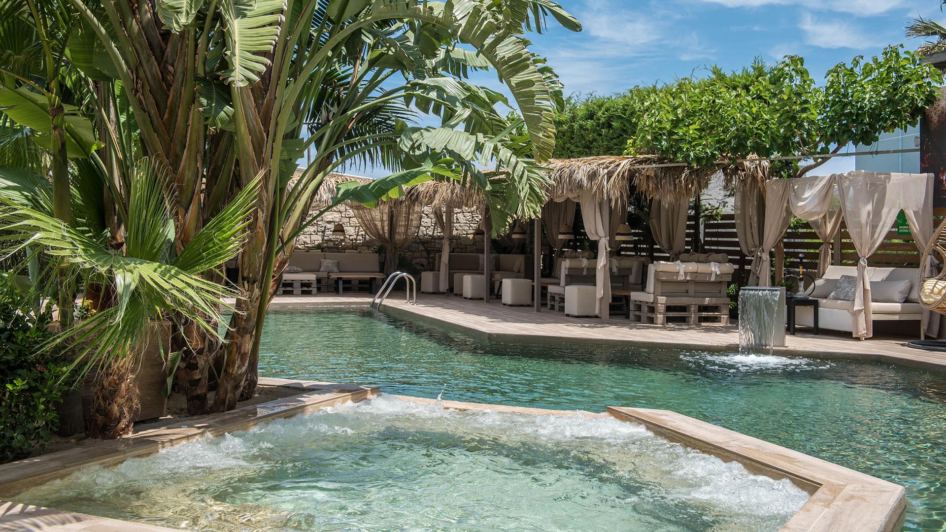 Double twin sea pool garden view